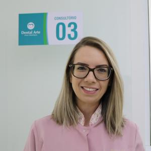 Dra Pamela, especialista em aplicação de botox na odontologia